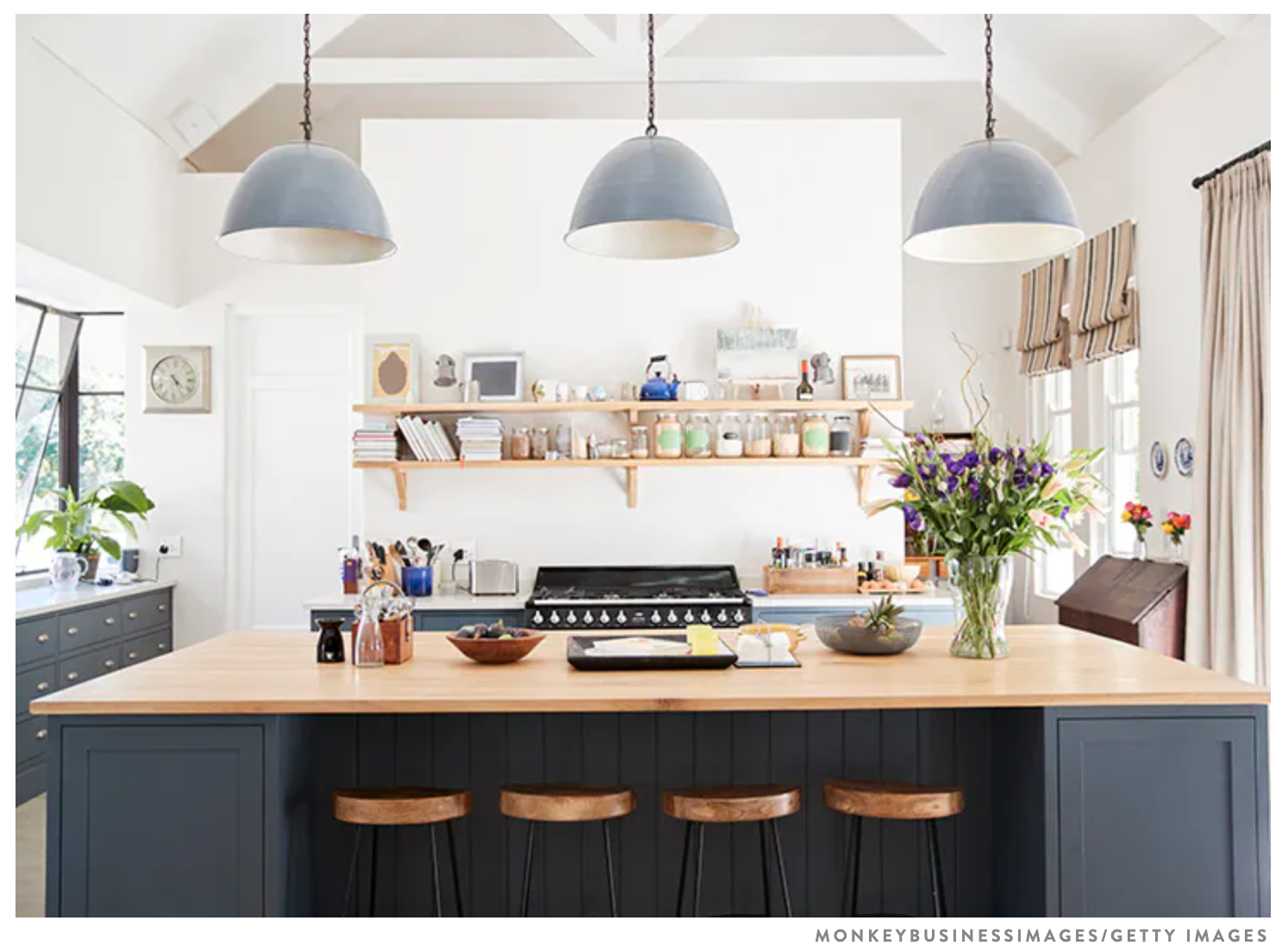 Trend: Kitchen Tables vs. Islands